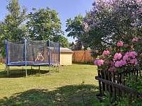 Zahrada - chalupa ubytování Kovářská