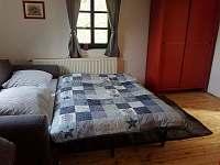 Obývací pokoj patro-rozkl.pohovka - Kovářská