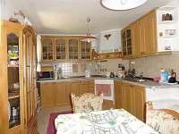 Bílá kuchyně - chalupa k pronajmutí Merklín-Lípa
