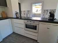 kompletně vybavená kuchyň - apartmán k pronájmu Pernink
