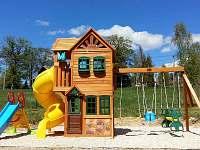 Dětské hřiště za domem - chata k pronájmu Bublava
