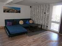 Obývací pokoj - rekreační dům k pronájmu Stružná