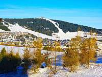 pohled z okna na Oberwiesenthal a Fichtelberg - Loučná pod Klínovcem