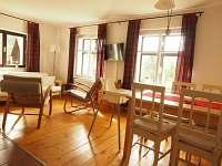 Obývací pokoj - pronájem chalupy Nové Hamry