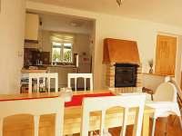 Pohled do kuchyně - chalupa k pronájmu Nové Hamry