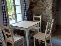 Jídelní stůl v malé hájence - Krupka