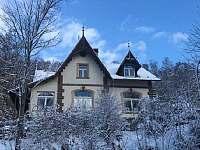 dům v zimě - pronájem vily Nejdek