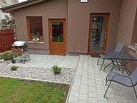 Zahradní posezení II. s grilem - apartmán k pronájmu Měděnec
