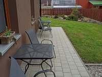 Zahradní posezení II. s grilem - apartmán k pronajmutí Měděnec