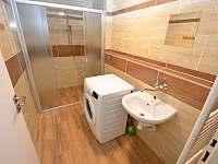 -přízemí-sprcha-a-pračka - chalupa k pronajmutí Kovářská