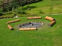 Venkovní ohniště - chalupa k pronájmu Kovářská