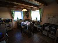 Kuchyně v přízemí - chata k pronájmu Hřebečná