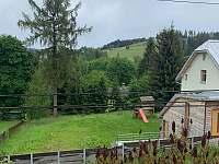 Pohled z okna - chata k pronájmu Bublava