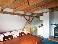2. patro - spací místnost s kuchyňkou - Abertamy