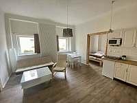 Obývací pokoj č.1 - chalupa k pronájmu Hroznětín