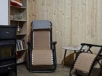Posezení u sauny s krbem - chalupa ubytování Hroznětín