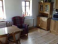 Obytná kuchyň - chalupa k pronájmu Horní Prysk