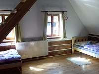 Zelená ložnice - ložnice 1 - chalupa k pronájmu Horní Prysk