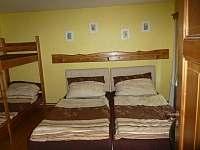 Manželská postel - Autobus - pronájem chalupy Dolní Suchá