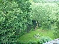 Pohled na řeku z patra - chalupa k pronájmu Dolní Suchá
