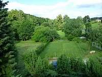 Zahrada + hřiště - chalupa k pronajmutí Dolní Suchá
