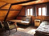 Ložnice 1 - rozkládací gauč, manželská postel + dvě jednolůžka + cest.postýlka - Jitrava
