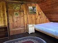 Ložnice 2 - manželská postel, dvě jednolůžka, prostor pro cest.postýlku - Jitrava