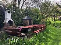 Posezení na zahradě - Jitrava