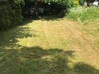 Přední zahrada - pronájem chalupy Jitrava