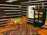 Hlavní místnost - chalupa ubytování Hoření Paseky