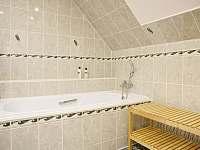Chalupa pro děti 202 - baráček horní 3KK koupelna.