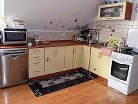 Chalupa pro děti 5 - 3KK obývák s kuchyní