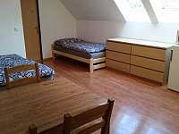Chalupa pro děti - domeček horní patro, hlavní místnost 3KK