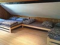 Chalupa pro děti - roubenka pokoj č.1 - 6 lůžek 1
