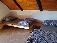 Chalupa pro děti - roubenka pokoj č.2 - 4 lůžka 1 - Kunratice u Cvikova