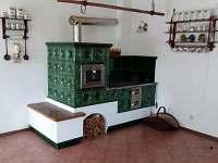 Sednice - kachlová pec