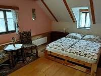 Růžový, třílůžkový pokoj - Rynoltice