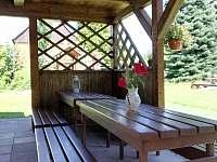 Terasa u zahrady - chalupa k pronájmu Rynoltice
