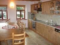 kuchyň s jídelnou - pronájem chaty Jiřetín pod Jedlovou