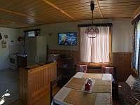 Obývák a kuchyně - pronájem chalupy Zdislava