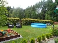 Pískoviště a bazén