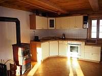 Kuchyňský kout s kamny, troubou, mikrovlnkou, kávovarem Nespersso a rádiem - Dolní Světlá