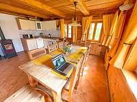 Obývací pokoj s kuchyní - chalupa ubytování Dolní Světlá