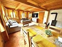 Obývací pokoj s kuchyní - chalupa k pronajmutí Dolní Světlá