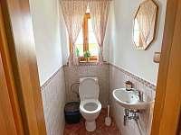 Oddělený záchod v 1. patře - chalupa k pronájmu Dolní Světlá