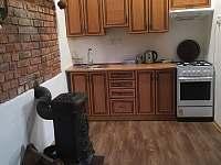 Kuchyně - chata k pronájmu Velká Černoc