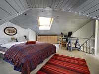 Ložnice v podkroví - pronájem rekreačního domu Praha - Malá Strana