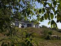 Pohled na dům od západu - chata k pronájmu Nečín - Žebrák