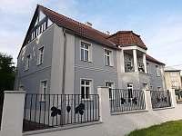 Villa Chmelový zámeček - vila ubytování Měcholupy - Velká Černoc