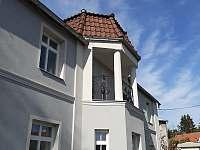 Villa Chmelový zámeček - vila k pronájmu Měcholupy - Velká Černoc